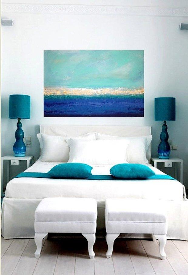 Нужный оттенок поможет создать ощущение что вы находитесь не в спальне а где то на берегу моря