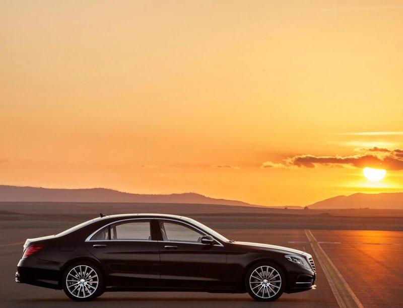 Экстерьер Mercedes-Benz S 500 W222 был позаимствован у CLA-класса и первого поколения W212 E-класса.