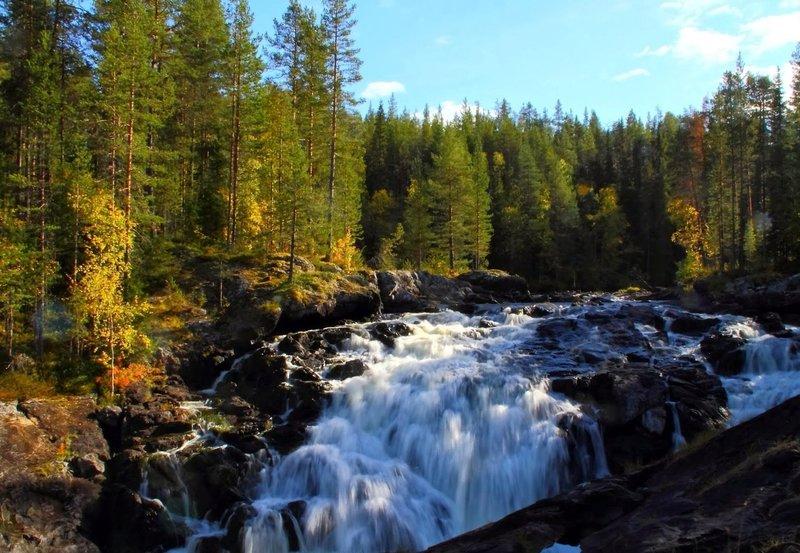 Северной природой Карелии можно наслаждаться бесконечно. Здесь неповторимое буйство красок удивительным образом сочетается со спокойствием и тишиной.