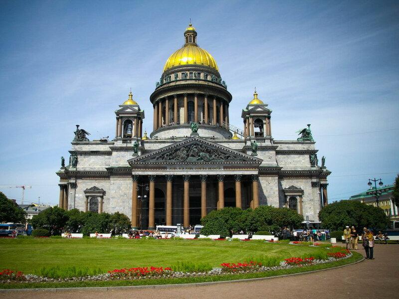 Отличие зданий в стиле ампир, возведенных в России и во Франции: наполеоновский и сталинский ампир