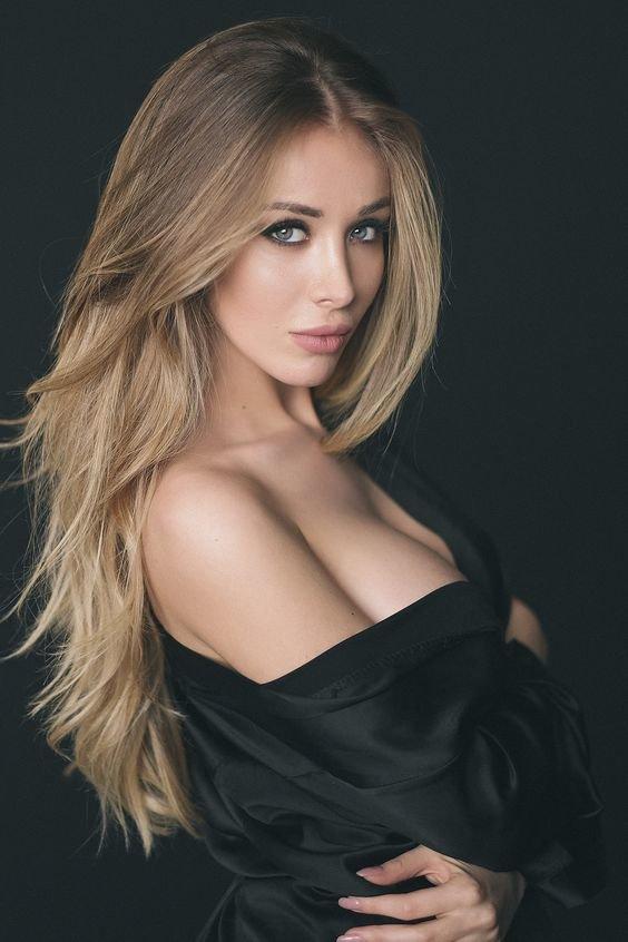 Блондинка с неповторимой грудью
