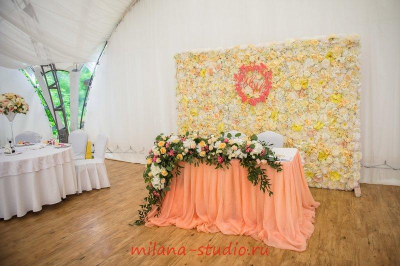 Важным в каждом бракосочетании является внешний вид  праздника и ничто не сможет его так украсить как цветы.
