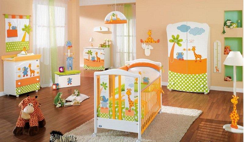 Комната для мальчика новорожденного с жирафиком и слоненком