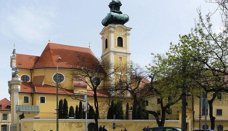 Богатая история и великолепная архитектура исторического центра города - главные достопримечательности туристического Дьёра.