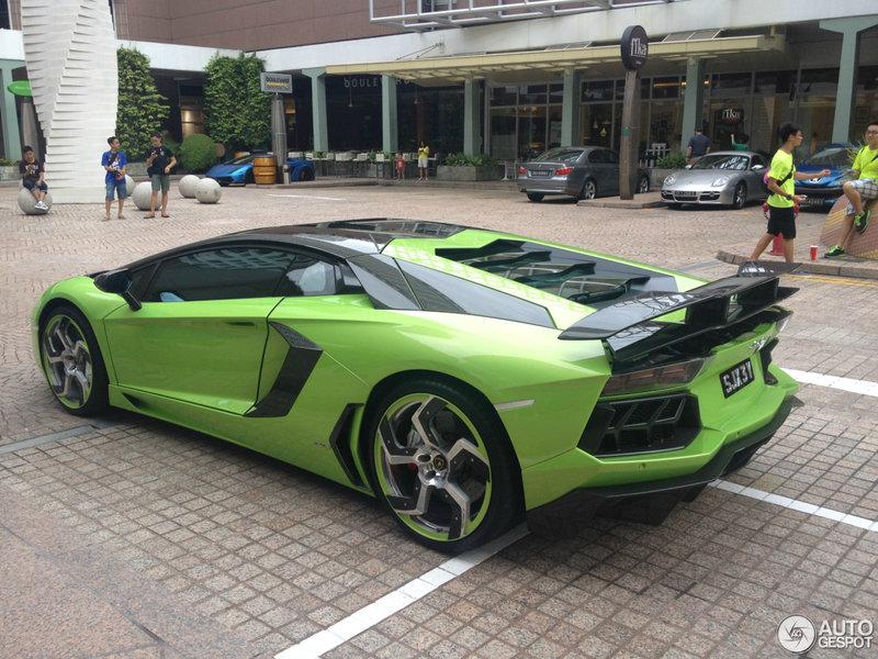 Lamborghini Mansory Aventador LP700-4 в Сингапуре.