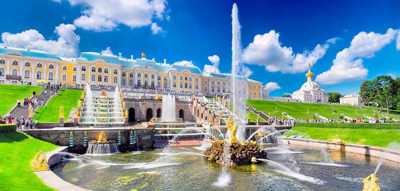 Самые интересные достопримечательности Санкт-Петербурга: дворцы, соборы, площади, музеи, памятники, парки развлечений для детей.