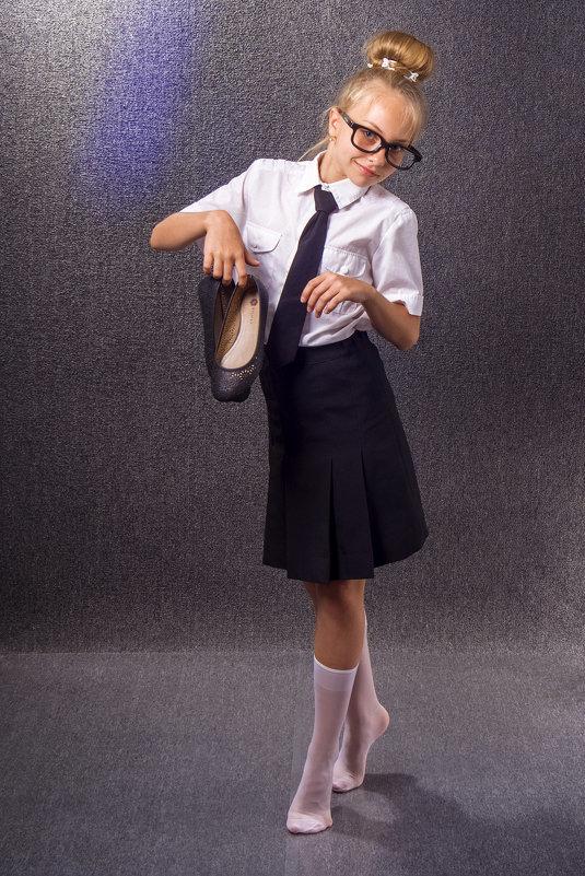Юная школьница