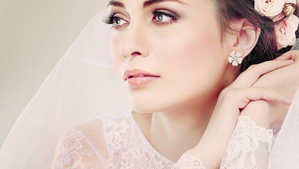 Как следует наносить свадебный макияж в розовых и сиреневых оттенках и какие правила при этом следует соблюдать, чтобы придать образу необычной красоты, и каковы особенности нанесения зеленого макияжа