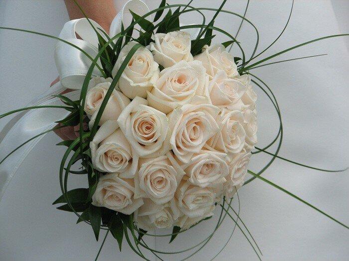 Классический букет для невесты из роз