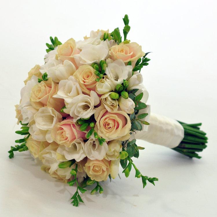 Свадебный букет из кремовой розы и розово