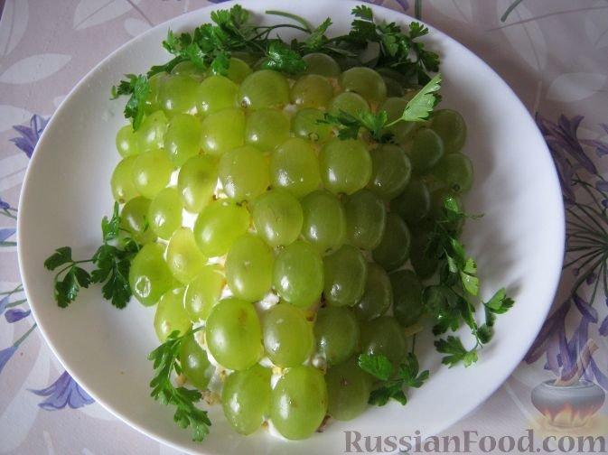 Салат из куриного филе с виноградом праздничный