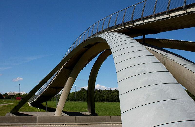 Мост Леонардо да Винчи, Норвегия, 1502/2001  Где находится: Aaс, Акерсхус, Норвегия Тип: арочный, пешеходный и велосипедный Длина: 50 м