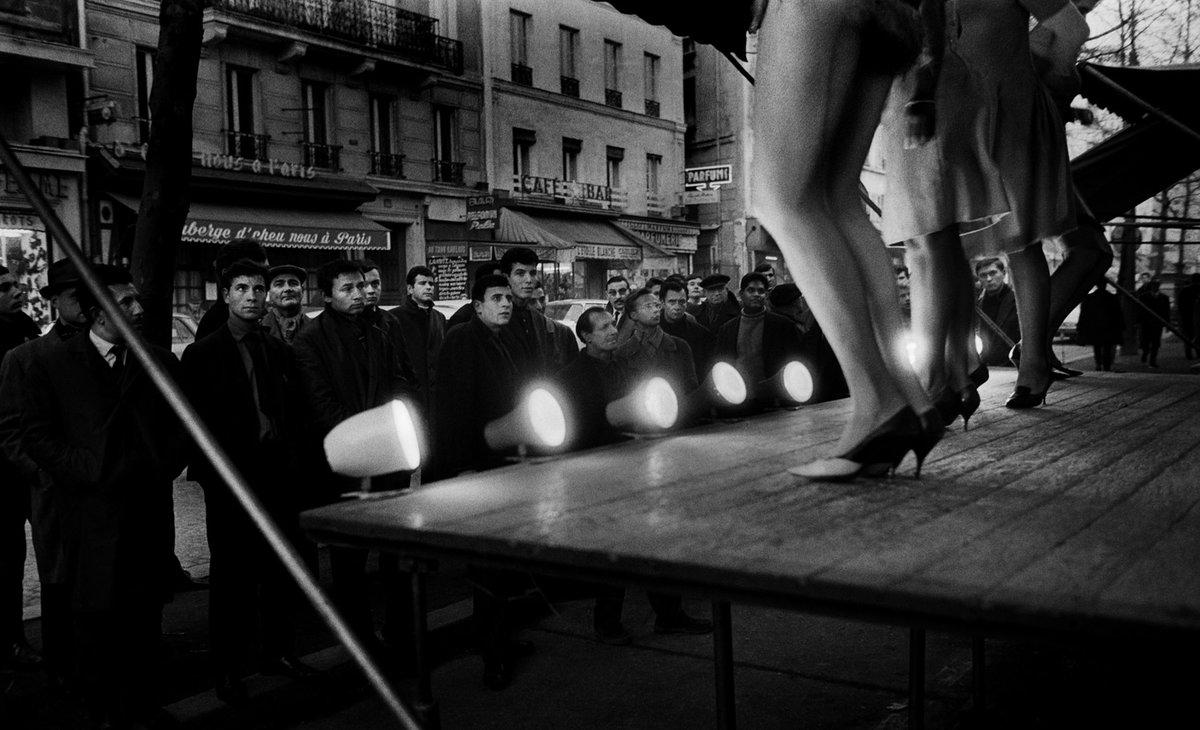foto-prostitutok-parizha-rakom-volosatuyu