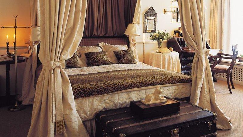 обои в интерьере спальни фото Леопардовые обои в интерьере спальни фото