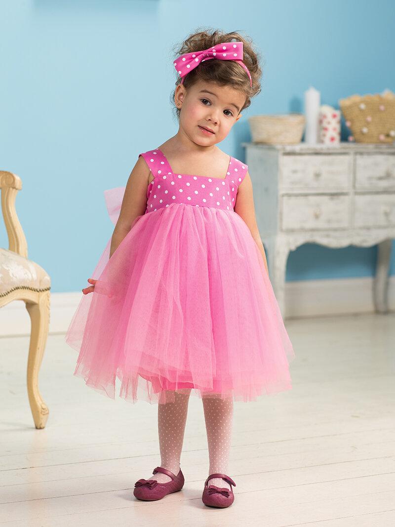 Розовое платье из фатина с топом в горох.