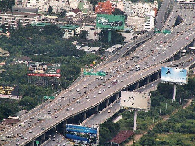 Самый длинное надземное сооружение мостового типа расположено в Таиланде.  Магистраль Банг На растянулась на 54 километра!