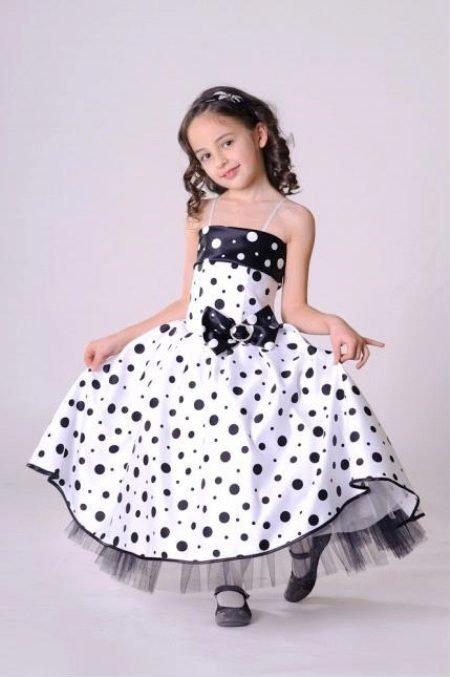 Платье с юбкой миди, белое в черный мелкий и крупный горошек.
