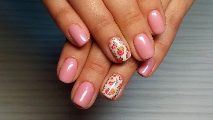Розовый маникюр - маникюр на короткие ногти со слайдерным дизайном
