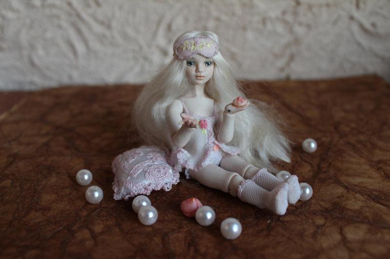 Маленькая Мисс. Шарнирная кукла из гжельского фарфора