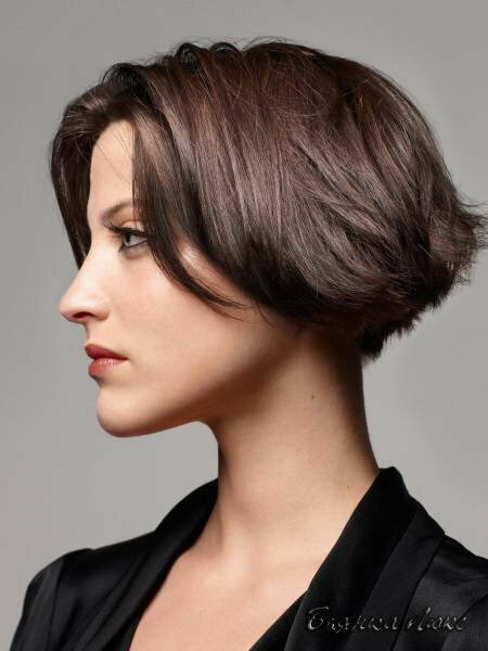 Эта стрижка - идеальный вариант, так как она подходит для всех типов волос