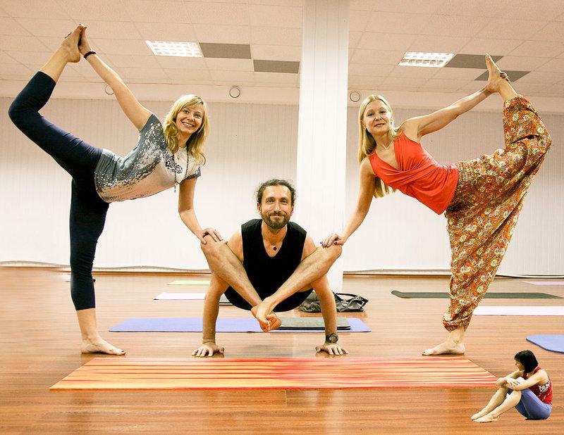 йога картинки для троих