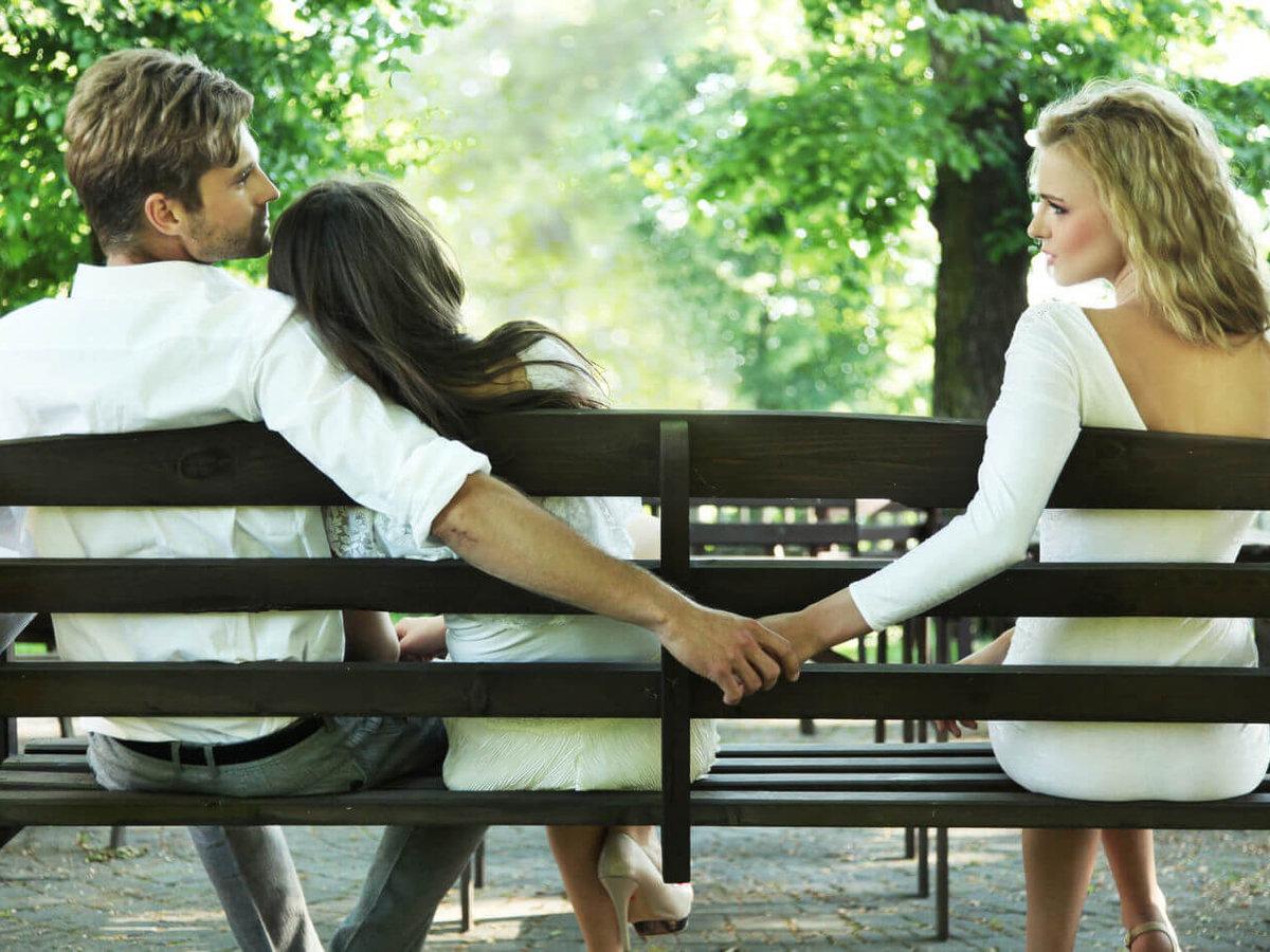 Незамужняя женщина встречается с двумя любовниками, смотреть порно ролики налитая грудь минет