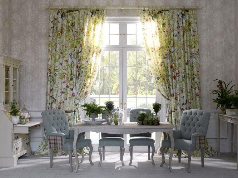 Цветочный орнамент на шторах способен создать в помещении уютную атмосферу, привнести в оформление нотки романтики и нежности.