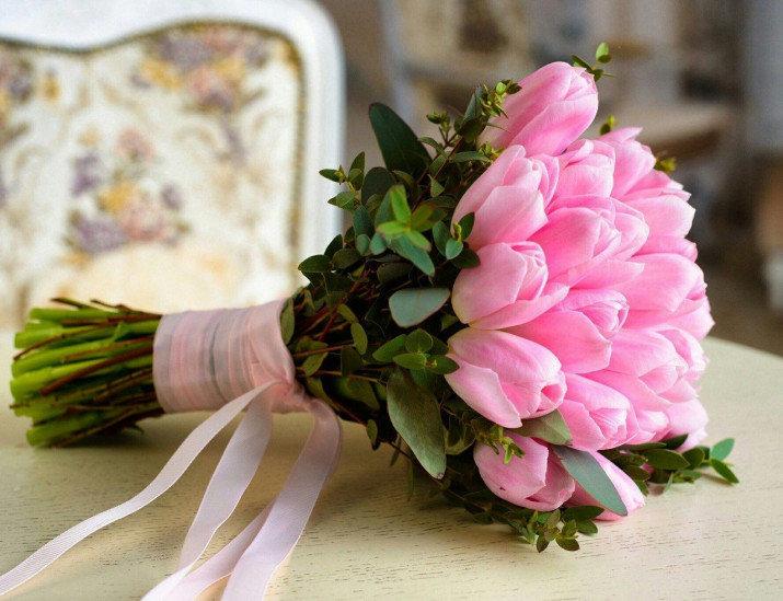 Новогодние букеты, нежный букет невесты из тюльпаны и розы
