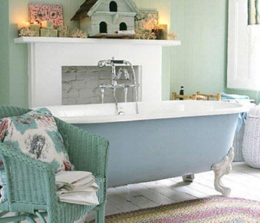 Если вам часто снится бабушкин дом, где вы проводили каникулы в детстве, то ванная в стиле шебби шик согреет и порадует вас