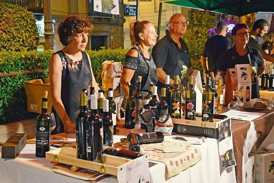 Винный фестиваль International Wine&Food Festival в Кальяри, 50 виноделен, сомелье, более 200 наименований вина. Блог туроператора о Сардинии.