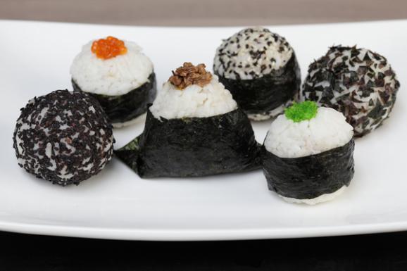 Онигири - японские рисовые пирожки