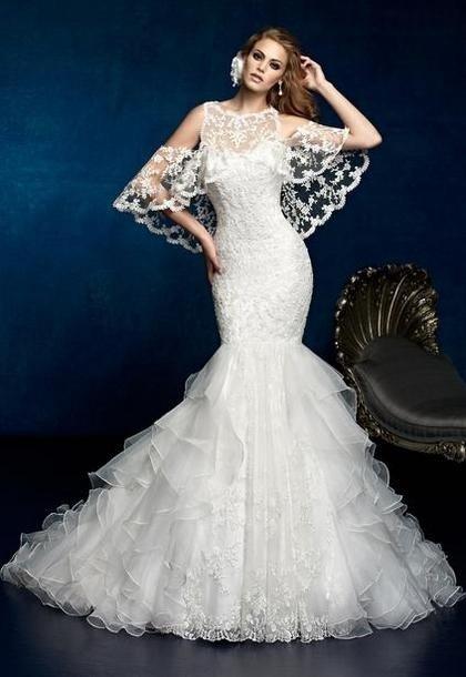 Шикарные кружевные платья можно встретить во многих коллекциях.