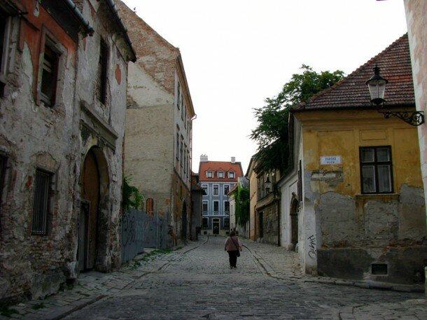 Аутентичная, не отреставрированная часть старого города