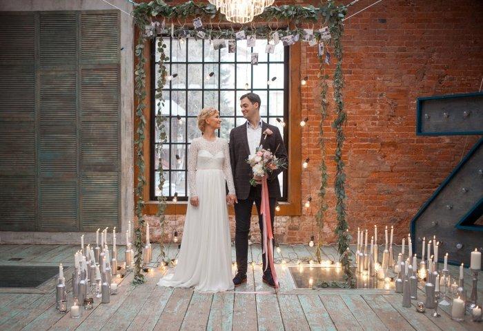 Свадьба в стиле лофт – интересное торжество, которое запомнится молодоженам и гостям своей уникальной урбанистической атмосферой и особым стилем