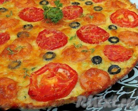 Сегодня предложу вам пиццу на основе кабачкового теста, приготовленную в духовке. Это очень лёгкое, вкусное блюдо. Когда кабачковая пицца горячая - она очень нежная, буквально тает во рту, а когда холодная - она прекрасно держит форму. Начинку можно изменять по своему вкусу. Предлагаю вам ...