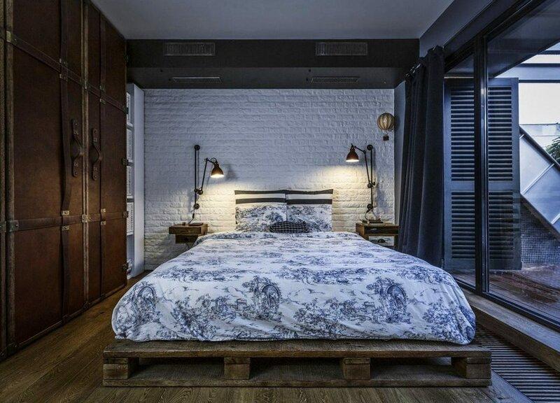 Брутальная кровать в спальне