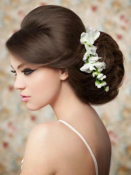 невеста с эффектной свадебной прической