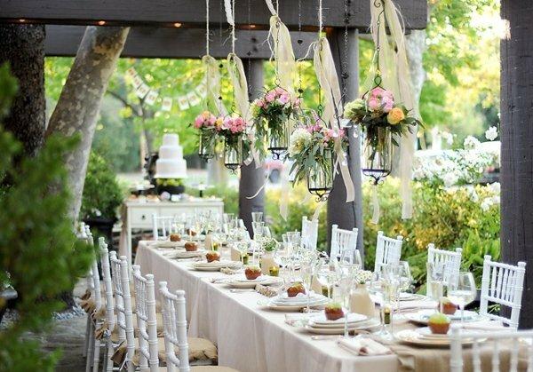 Оформить зал на свадьбу можно самостоятельно