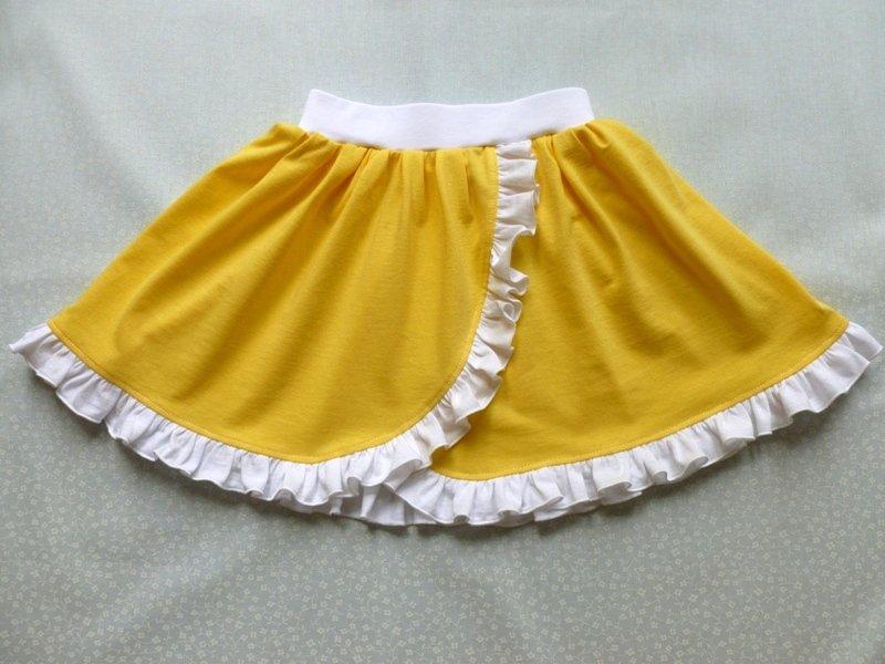 Давно я не делала МК - исправляюсь.  Для юбочки выкраиваем прямоугольник, т.к ткани у меня хватает, то я делаю целое полотнище длиной 1,4м ...