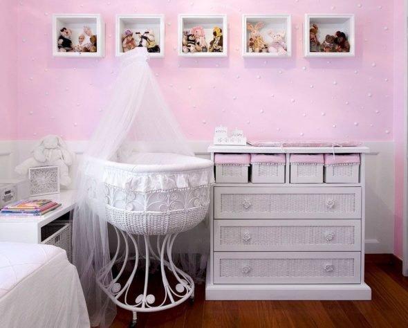 Мебель для новорождённого не займёт много места в спальне спальне.