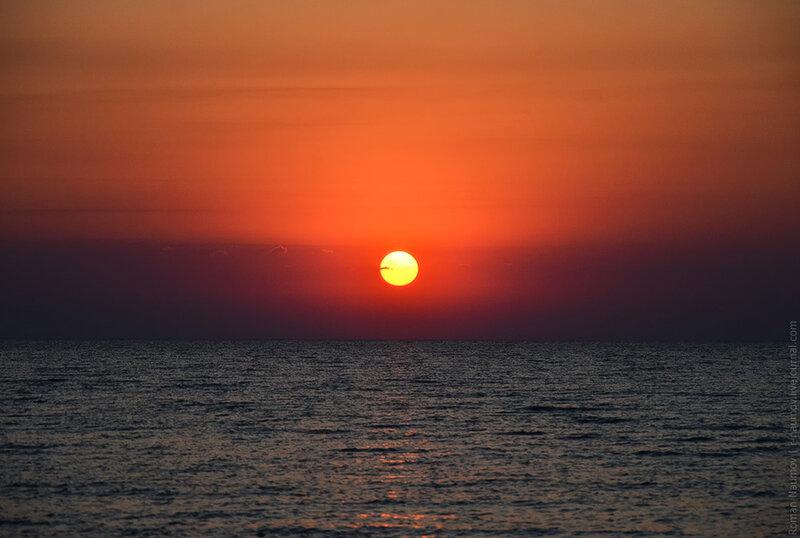 Хоть и был на море много раз, но рассвет над ним довелось видеть впервые.