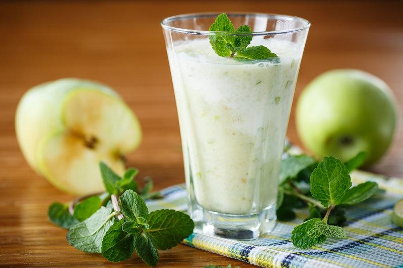 Молочный коктейль яблочно-ореховый