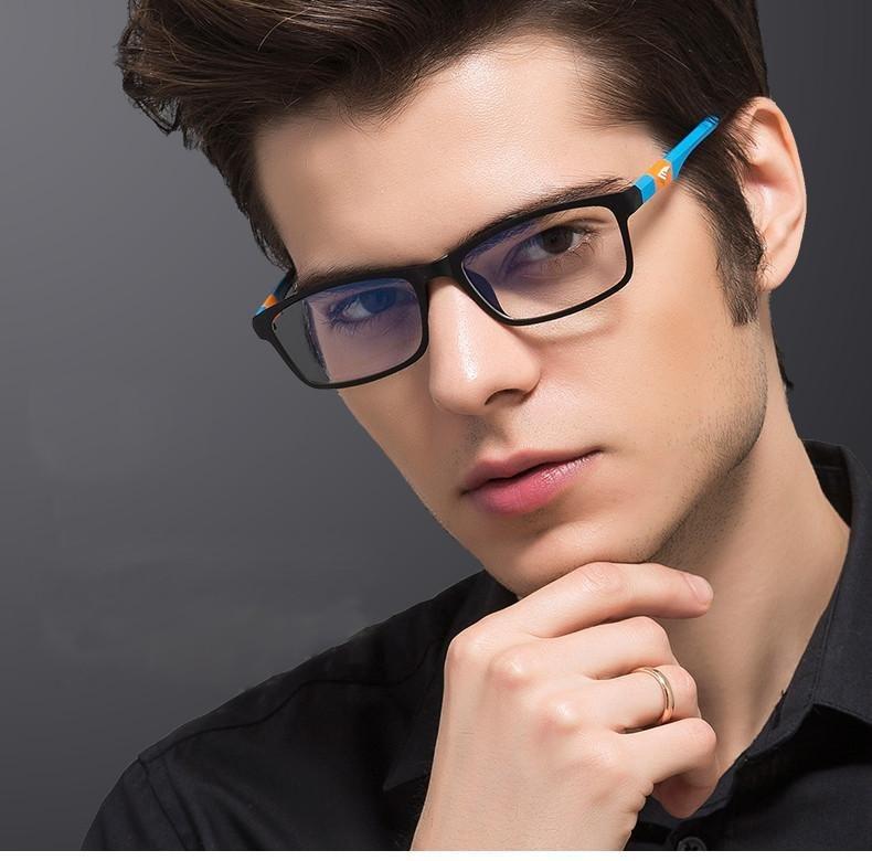 Фото красивых мужчин в очках