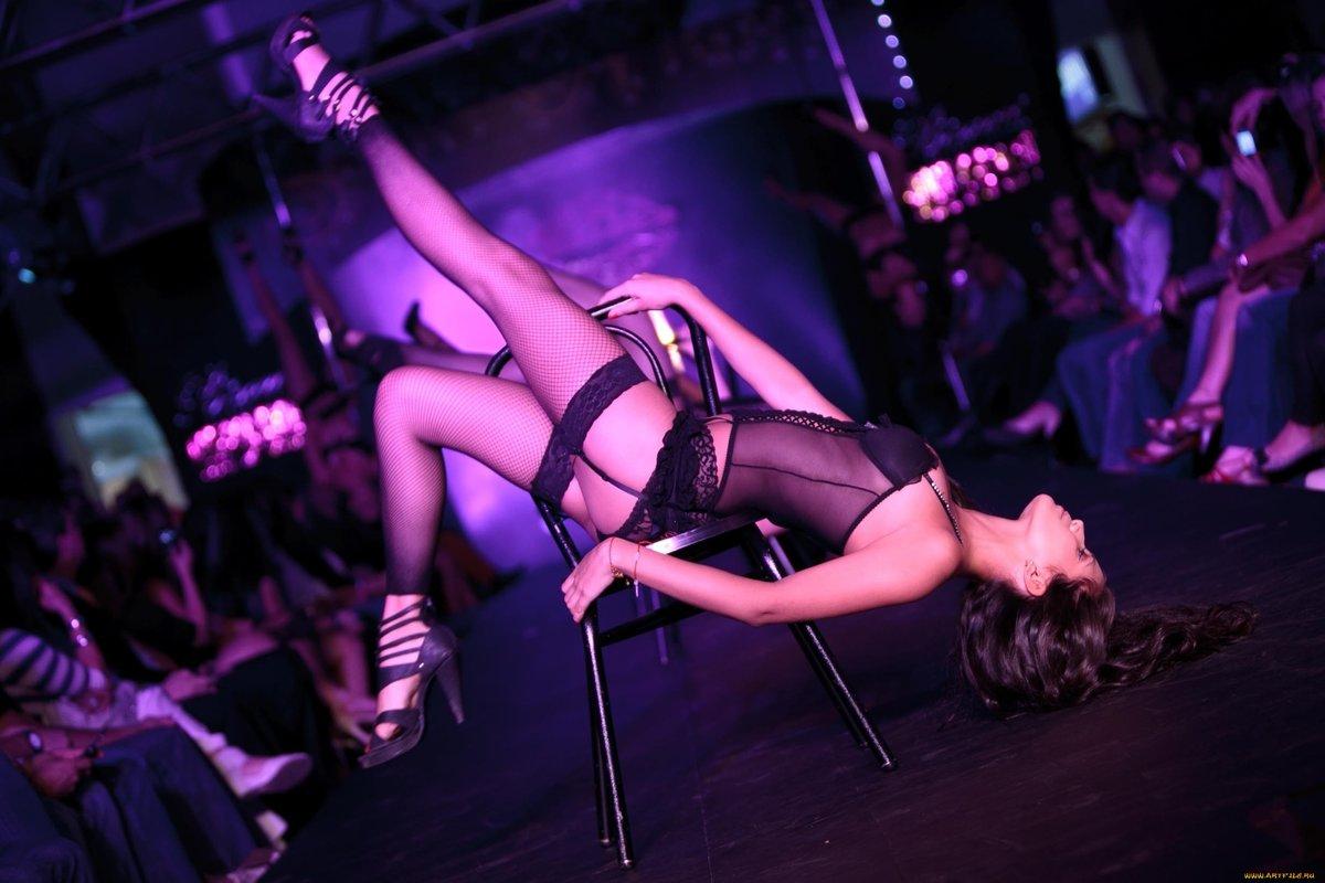 телочка танцует сексуальный танец - 14