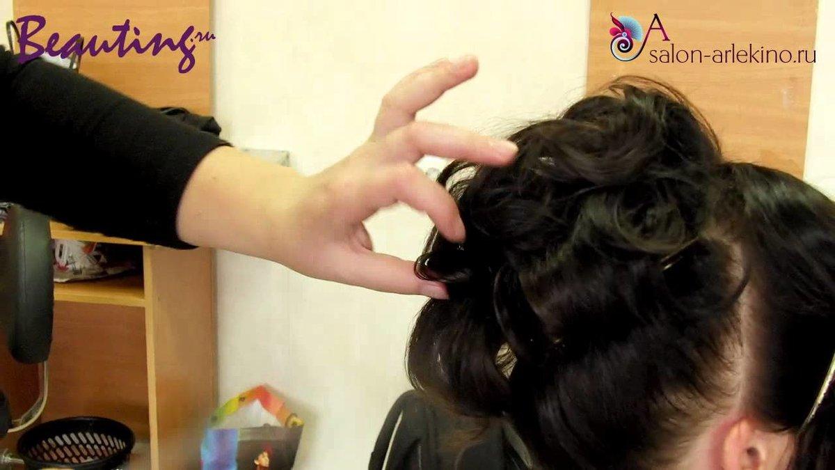 Чтобы короткие волосы лучше и дольше держали укладку, используйте укладочные средства (лак, пенку, мусс, гель, воск).