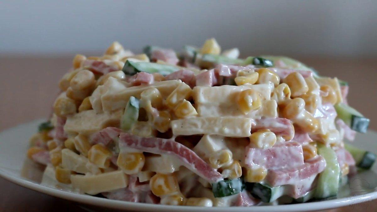 От шелухи очищаем репчатую салат из капусты салат из яиц салат с крабовыми палочками салат с кукурузой салат с рисом блюда из капусты блюда из яиц пекинская капуста европейская кухня.