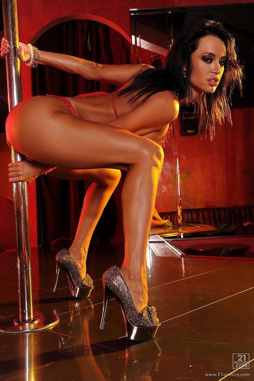 Пышные девушки фото стриптиз, самый большой задница эро фото