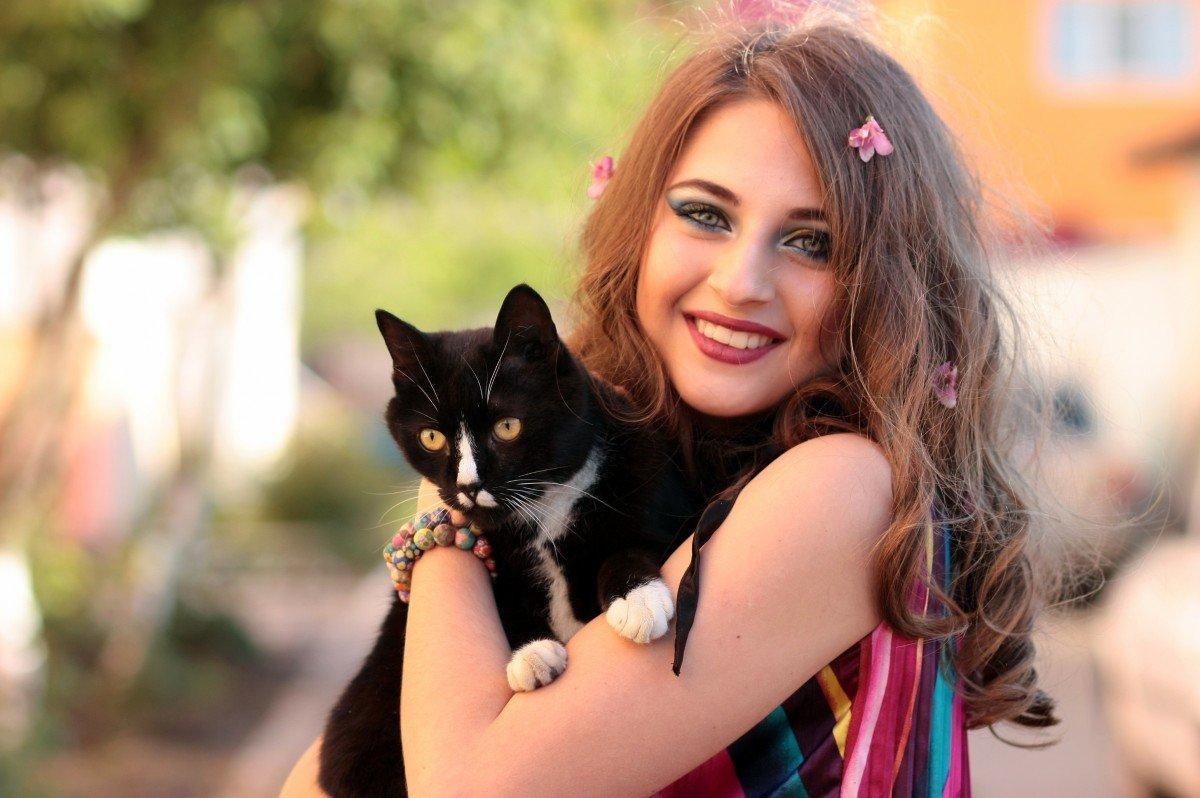 Картинки девушек с котиком