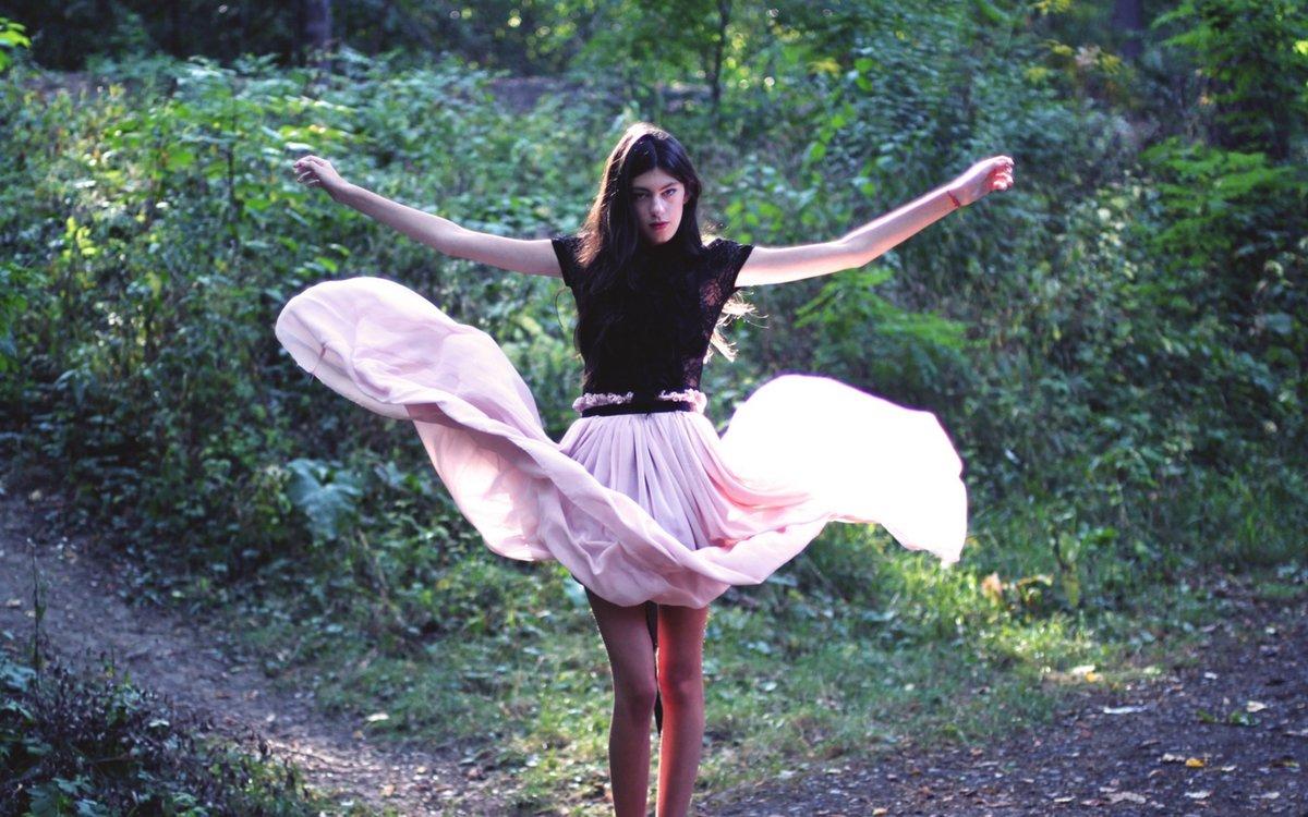 фото танцующих в юбке девушек - 5