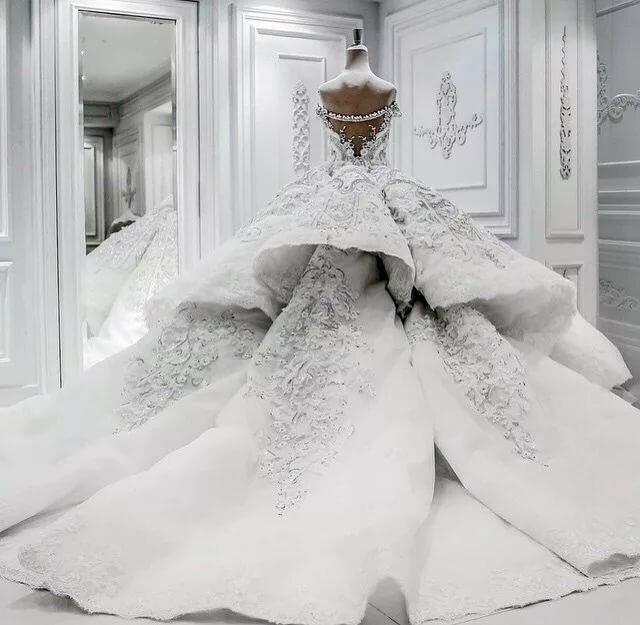 нам приходят самые шикарные и дорогие свадебные платья фото каждой хозяйки существует